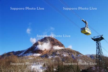 昭和新山とゴンドラ